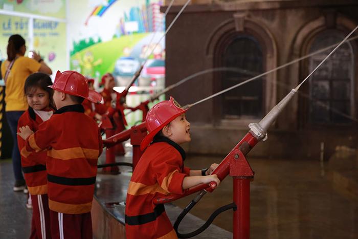 Trang bị cho trẻ kỹ năng phòng chống hỏa hoạn - Hệ thống trường quốc tế  Việt Úc - VAS