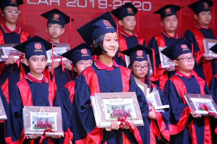 Fourteen VAS students win scholarships worth more than VND 40 billion awarded by U.K., U.S., Netherlands And Korea
