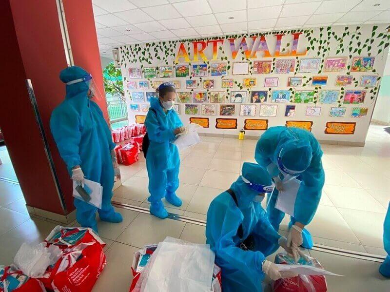 Toàn bộ sách giáo khoa được vận chuyển đến tận nhà học sinh trong mùa giãn cách bởi đội ngũ nhân viên VAS